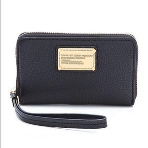 Marc Jacobs Classic Q Wingman Wristlet Wallet